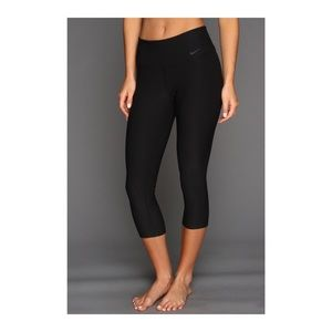 NIKE • Legend 2.0 Tight  Poly Capri / Legging